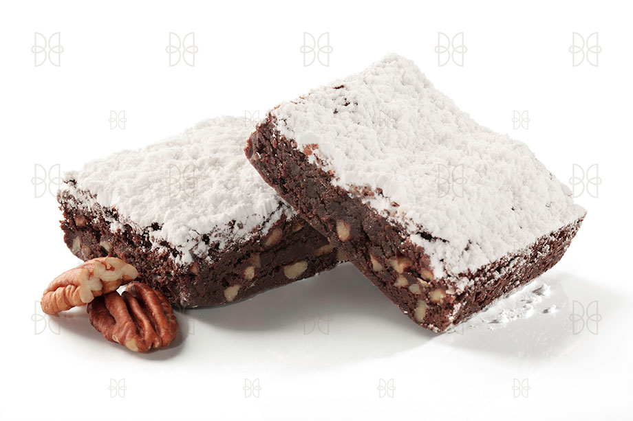 Delicioso brownie de chocolate oscuro con nueces crujientes