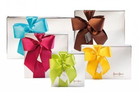 Cajas con truffas y chocolates surtidos