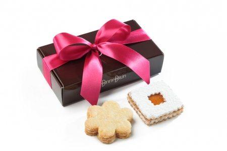 Caja con dos variedades de galletas