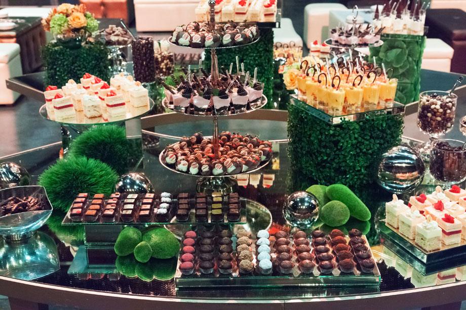 Mesas de postres chocolates finos mesa de chocolates - Postres para mesa de dulces ...
